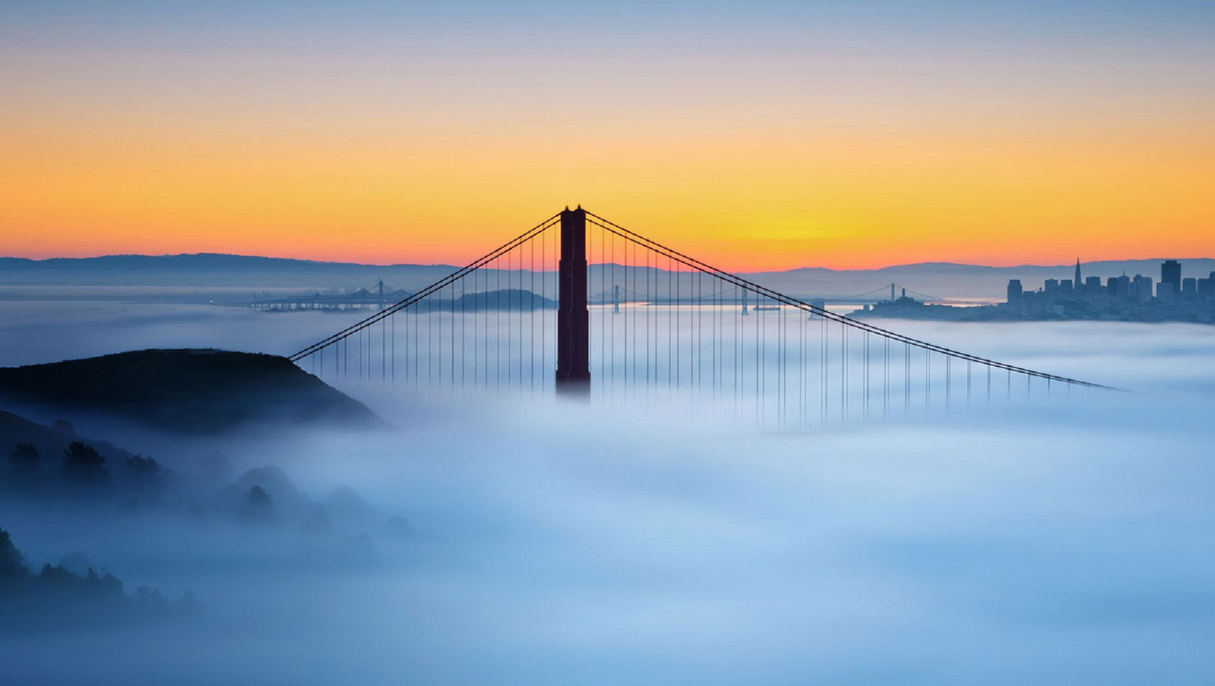 san francisco bridge foggy